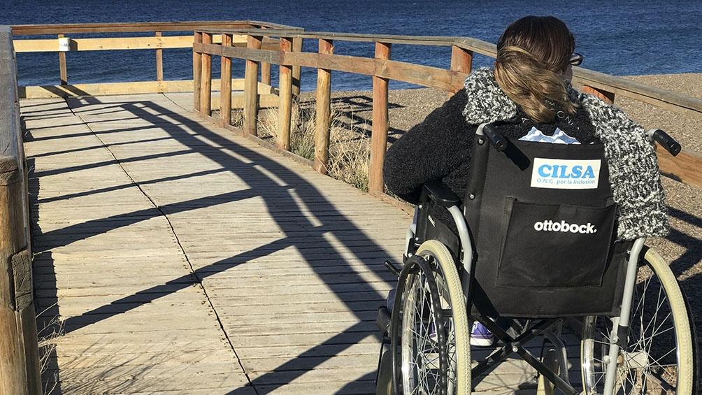 La Ley Nacional de Turismo (25.997) establece a la accesibilidad como uno de sus principios rectores.