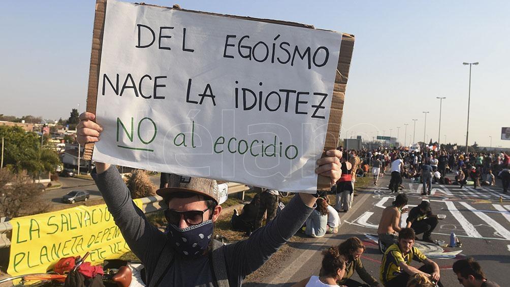 """Los manifestantes explicaron que """"afecta la biodiversidad y el funcionamiento de los humedales""""."""