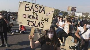 Dos mil personas cortaron el puente Rosario-Victoria contra la quema de pastizales