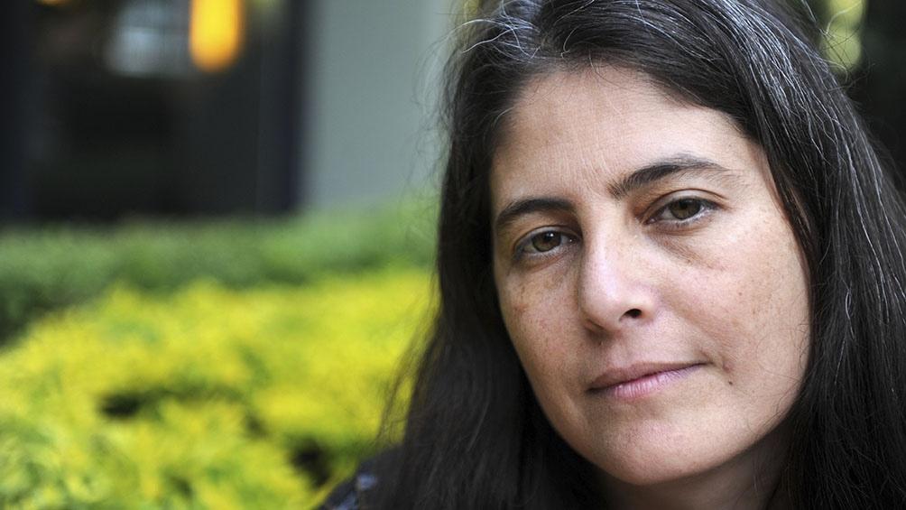 La autora entrerriana sale al rescate de los autores de las provincias.