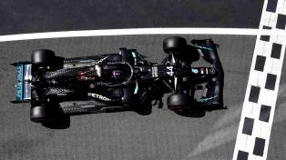 """Hamilton marcó la """"pole"""" y un nuevo récord en Fórmula1"""