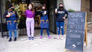 En Bendito Pedro además ofrecen caféy pastelería.