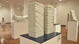 Una muestra y un ensayo ponen en valor la obra de la escultora Lucía Pacenza