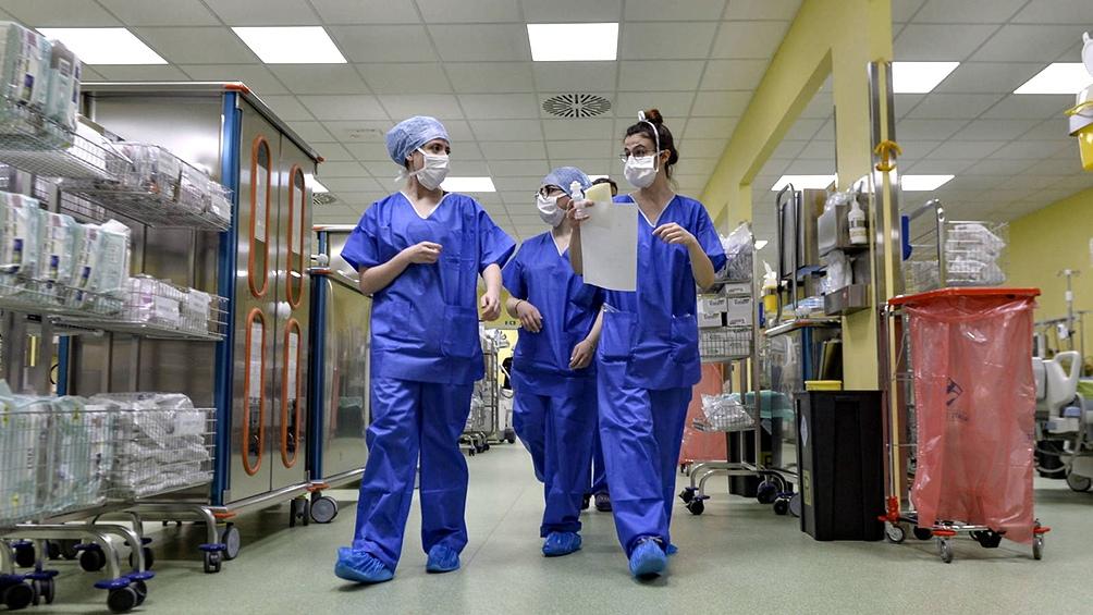 Se dará prioridad a los trabajadores del área de la salud de primera línea.