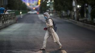Irán planea restricciones por tiempo indefinido tras rozar su récord de casos