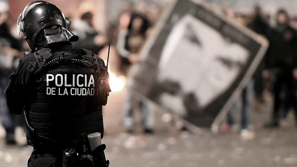 La secretaría advierte la notoria diferencia entre dicha represión y el permiso pasivo otorgado para otras manifestaciones.