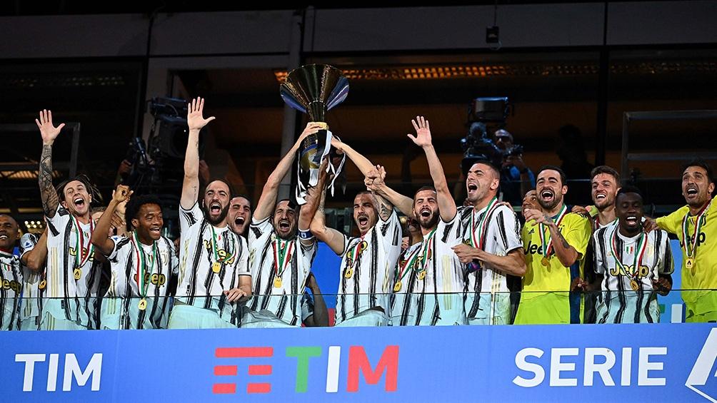 "En Italia, Juventus alcanzó su noveno ""scudetto"" consecutivo."