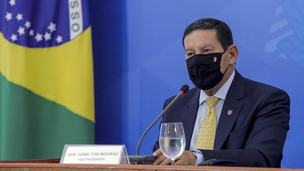 Mourao asumió como titular del Consejo Amazónico, para cambiar la imagen de Brasil frente a inversores.