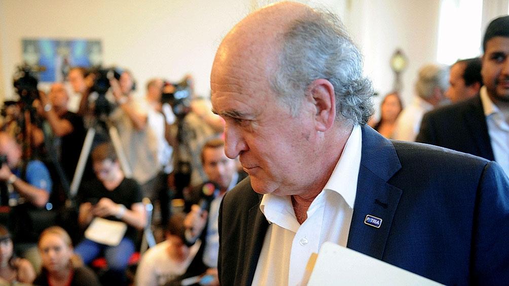 """Parrilli dijo que el trabajo de Prado en la Argentina """"es coherente con el gobierno que representa"""", dado que Trump """"emplea una política racista y anti-derechos humanos""""."""