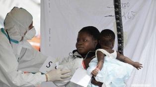 Tras fugas masivas, Italia obliga a inmigrantes a cumplir la cuarentena en barcos