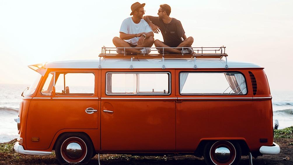 La elección del 10 de agosto es la fecha de edición de la primera guía de turismo gay