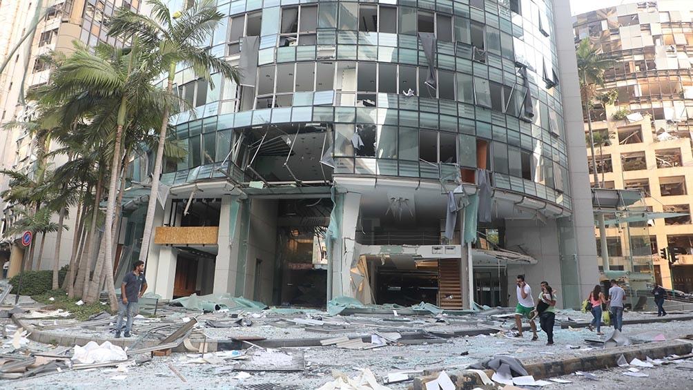 La CE dijo que coordinó el envío de 300 expertos en rescate a Beirut y que puso a disposición 33 millones de euros.