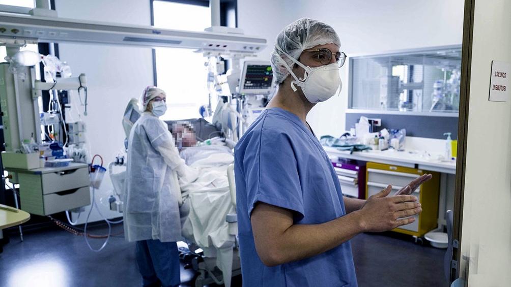El bono comenzará a incluir a trabajadores de geriátricos, de servicios de traslados de ambulancia y de análisis clínicos