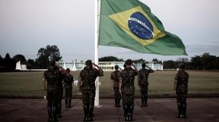 Bolsonaro dice que las FFAA son la garantía de la libertad del pueblo