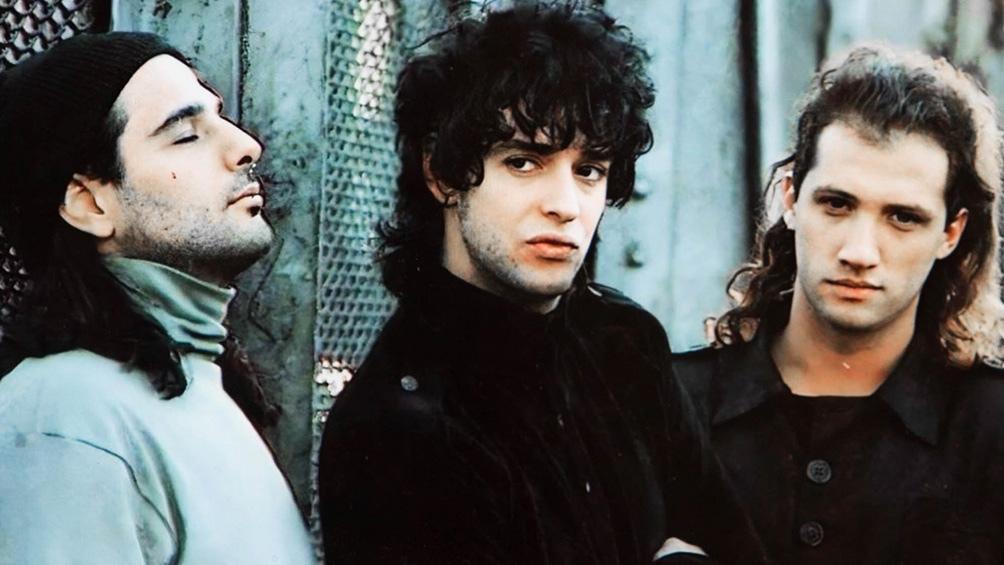 """Zeta Bosio, Gustavo Cerati y Charly Alberti lanzaron """"Canción animal"""" el 7 de agosto de 1990."""