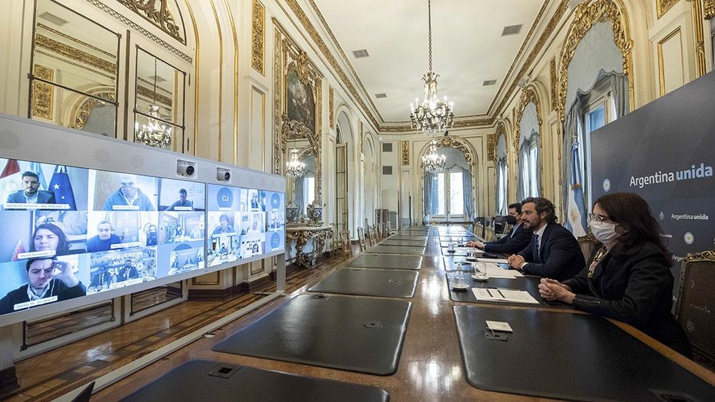 Cafiero estuvo acompañado durante la presentación por los ministros del Interior, Eduardo de Pedro, y de Desarrollo Territorial y Hábitat, María Eugenia Bielsa.