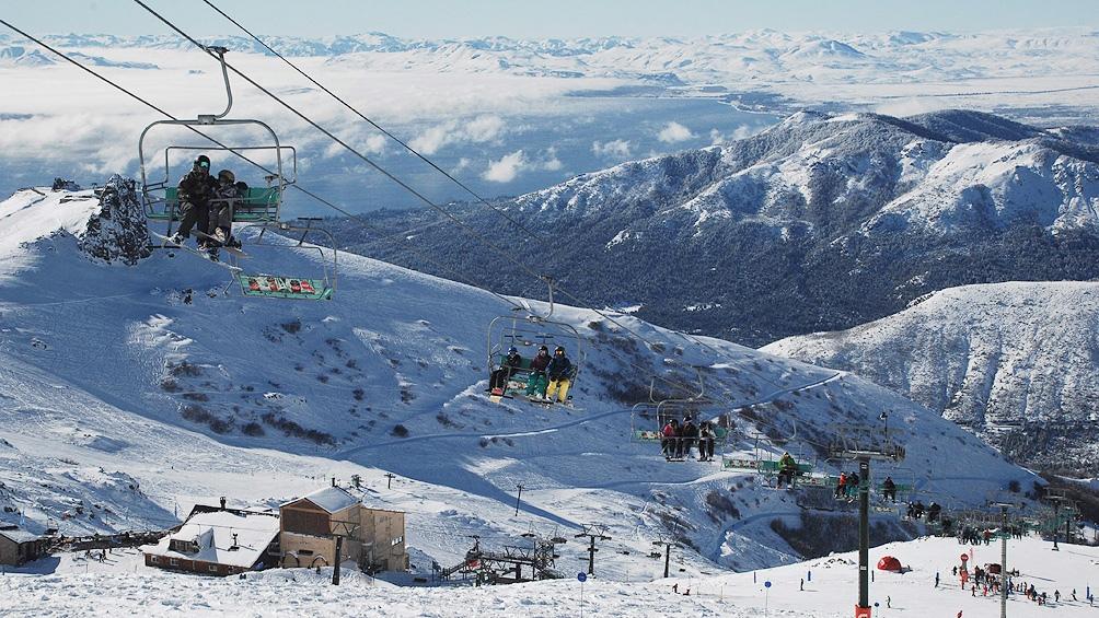 Los centros de esquí de Neuquén, Río Negro, Santa Cruz y Tierra del Fuego reciben desde hace diez días a residentes.