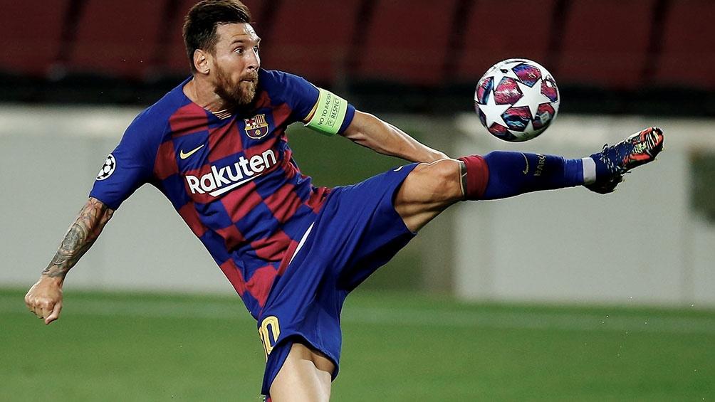 Messi recibió una fuerte entrada del defensor senagalés Koulibaly en la jugada que originó el penal .