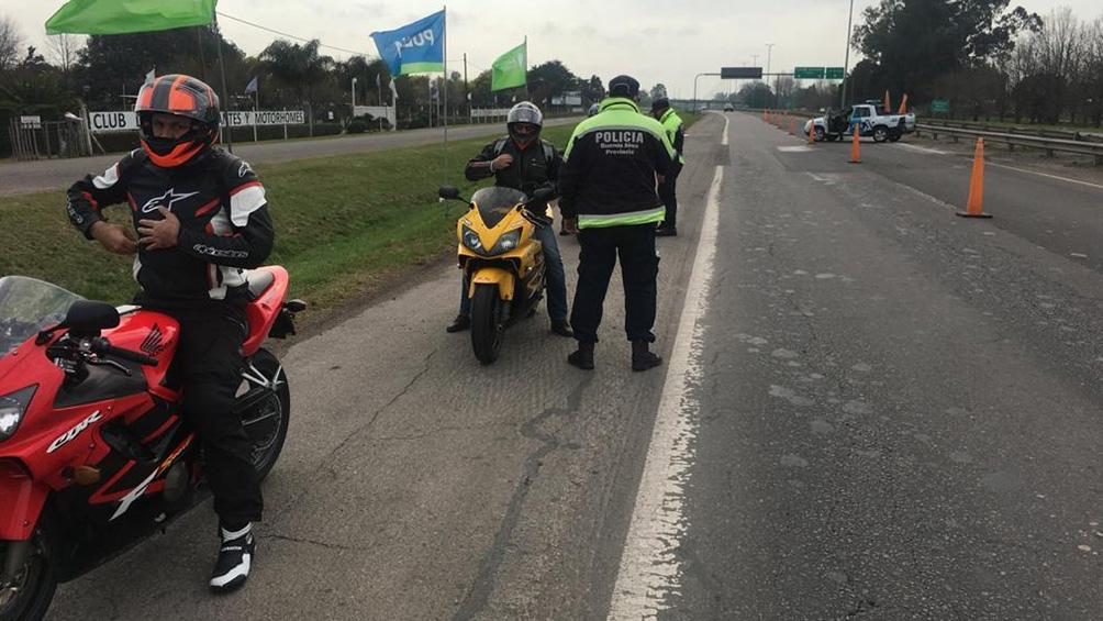 La policía realizó un amplio despliegue logístico e incautó 31 motos de alta cilindrada.