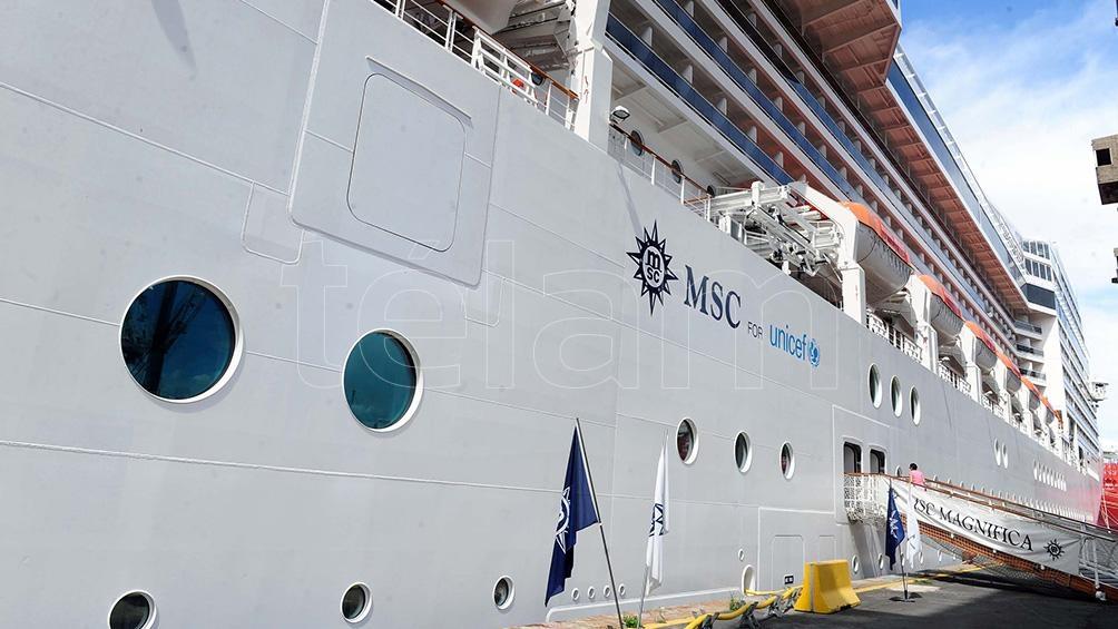 El turismo de cruceros mueve en Argentina unos 90 buques por año, con cerca de 500.000 pasajeros.