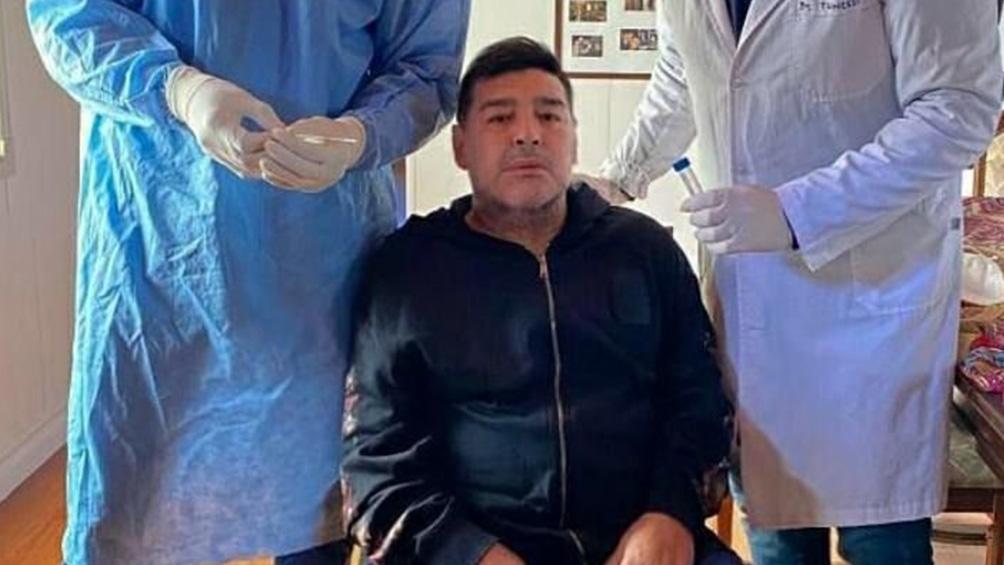 Maradona está aislado por contacto estrecho con un positivo de coronavirus