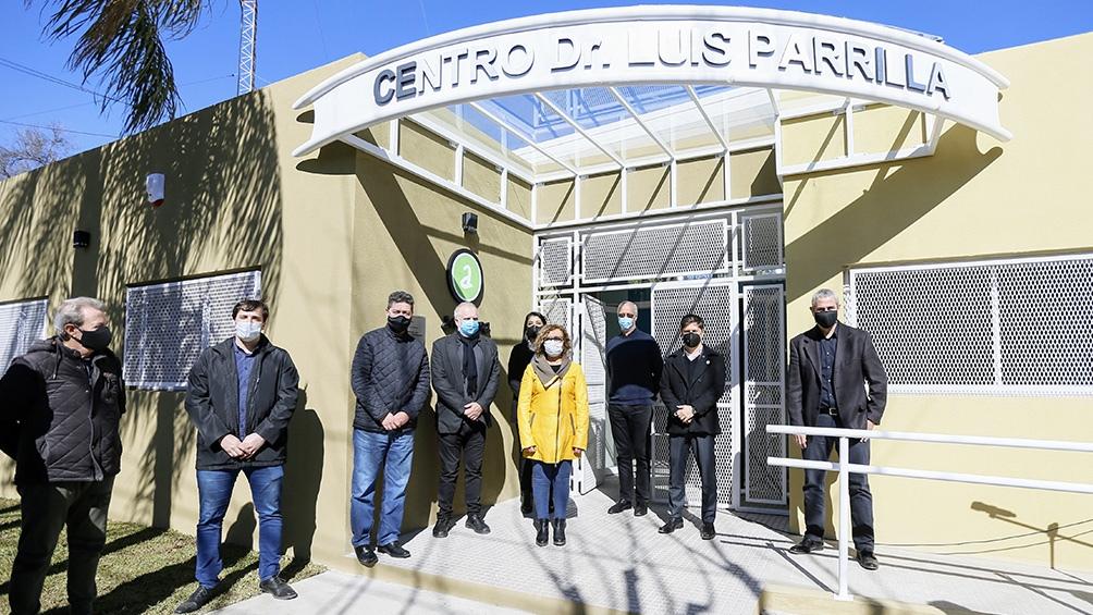 El gobernador también inauguró un centro comunitario en Piñeiro.