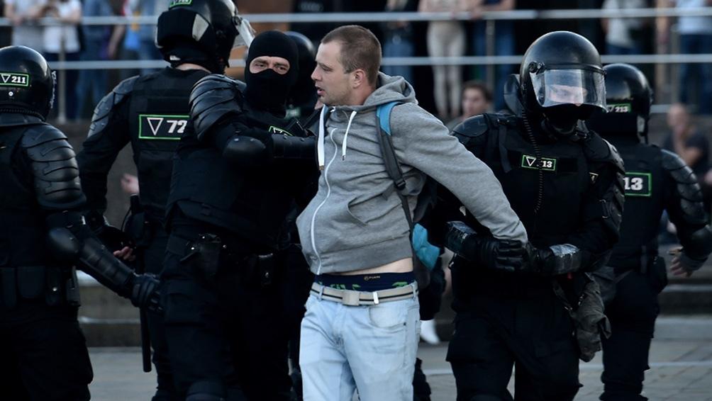 Al menos 65 periodistas fueron detenidos desde el domingo en Minsk y otras ciudades