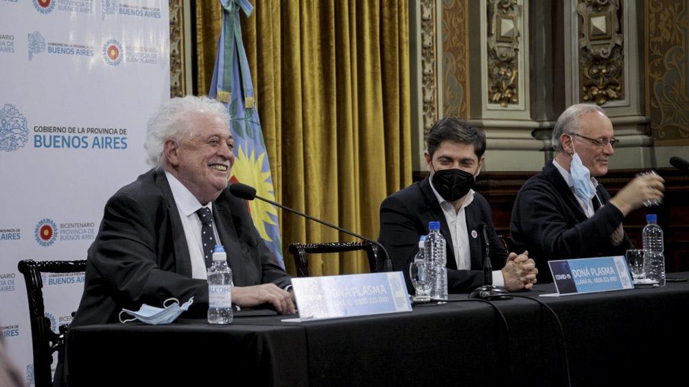 El gobernador entregó equipamiento sanitario junto a Ginés González y Daniel Gollan.
