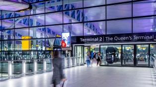 Reino Unido impone cuarentena a quienes regresen desde Francia y Países Bajos