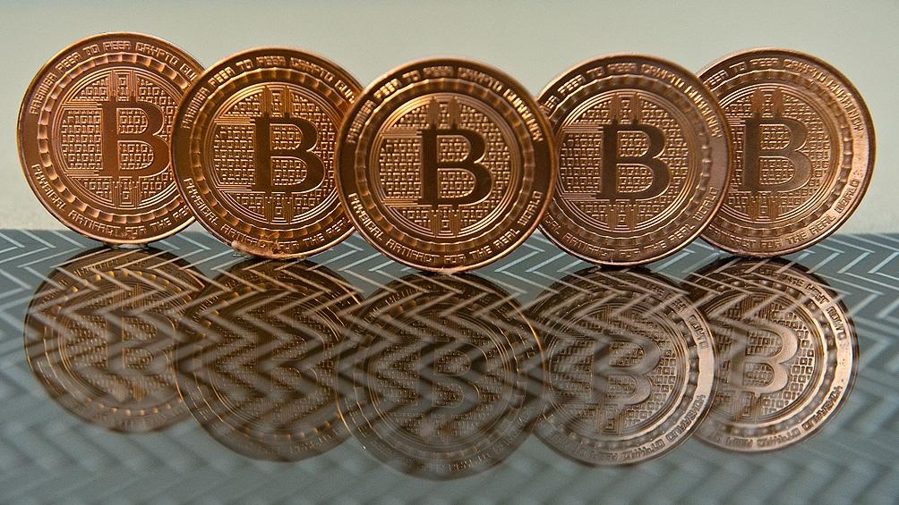 Como el oro, el Bitcoin se está comportando como un refugio.