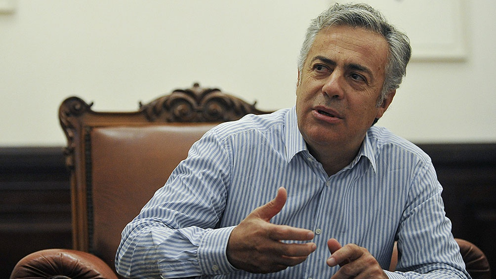 """Alfredo Cornejo: """"Estas medidas son la clara demostración del fracaso de la estrategia sanitaria""""."""