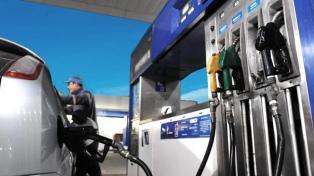 La venta de combustibles subió 2,3% en agosto contra julio, pero sigue 25% por debajo de prepandemia