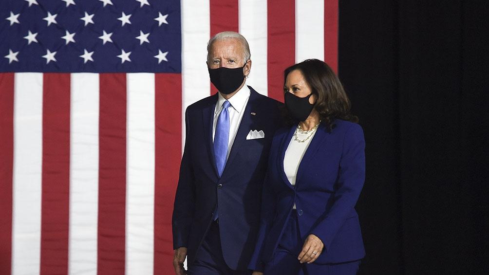 Harris y Biden pasaron varias horas haciendo campaña junto a dos de los infectados en Arizona