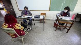 Reabren aulas para estudiantes de nivel secundario que deben materias
