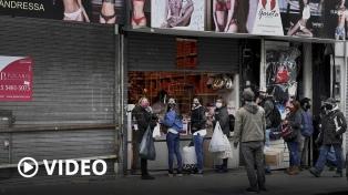 Con pocas ventas y mucha gente caminando, reabrieron los comercios en Once