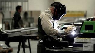 La actividad económica bajó 7,4% interanual en octubre y creció 1,9% frente a septiembre