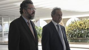 Scioli se reunió con el cancilller de Brasil y reclamó un mayor acceso a los productos argentinos