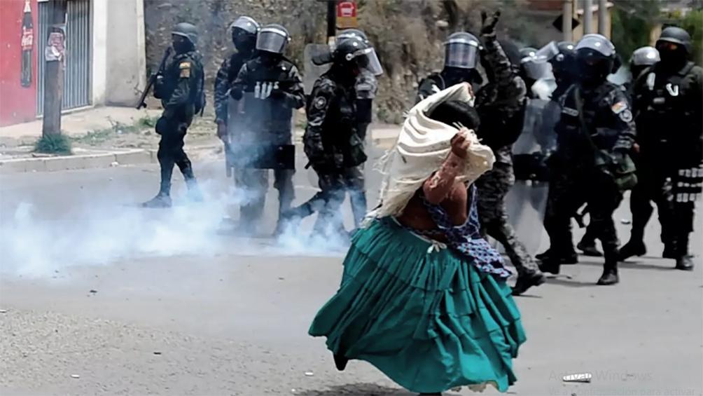 El material bélico argentino se habría utilizado para reprimir la protesta social por el golpe.