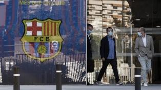 Detuvieron al expresidente del Barcelona tras allanar oficinas del club por denuncias de corrupción