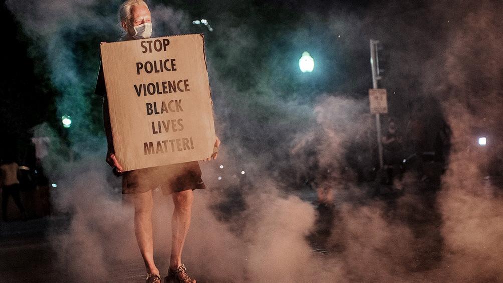 El tiroteo se registró anoche a las 23.45 en una zona donde se estaban llevando a cabo las protestas