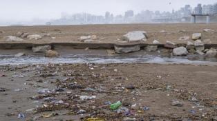Vecinos y surfistas de la zona norte buscan detener la contaminación en playas