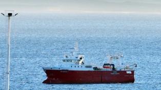 Toda la tripulación de un pesquero, en aislamiento frente a las costas de Puerto Madryn
