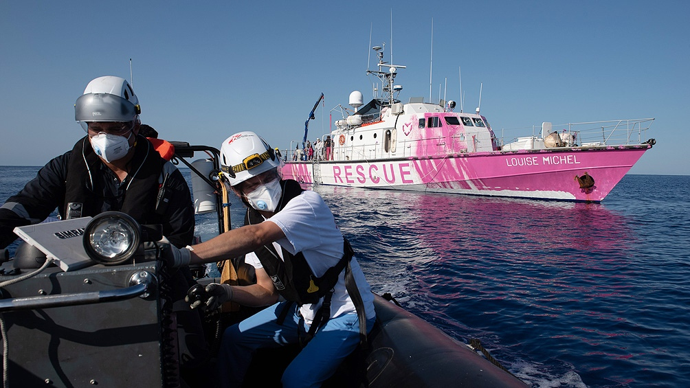 El artista compró un barco para rescatar a migrantes porque las autoridades europeas ignoran los pedidos de auxilio