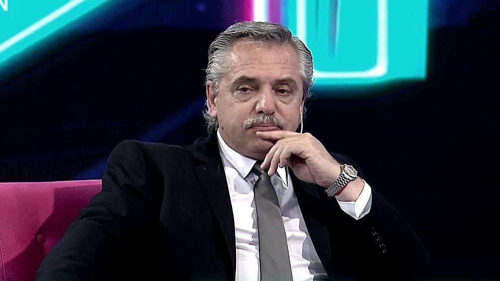 """Entre los oposistores, Fernández marcó una diferencia entre quienes gobiernan y """"los que escriben en Twitter""""."""