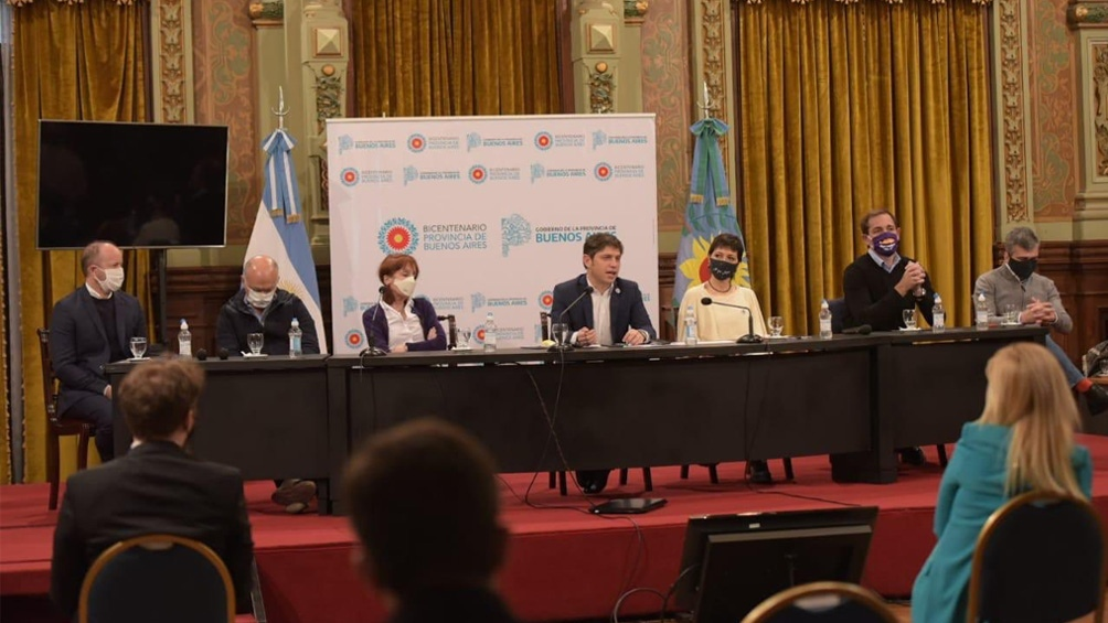 Los jefes comunales acompañaron a Kicillof durante el diálogo con la prensa.