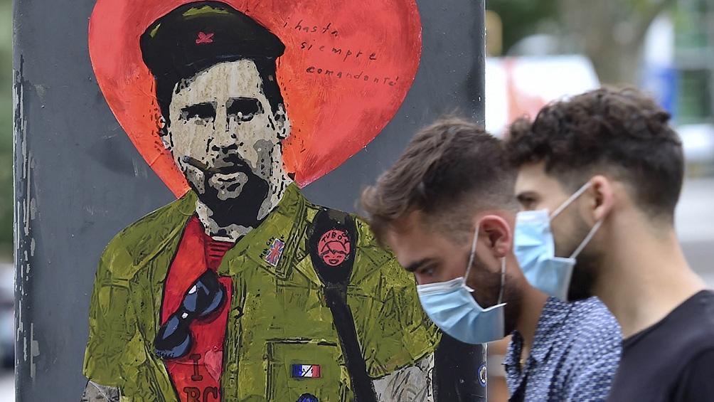 Grafiti de Messi en Barcelona. Foto: AFP.