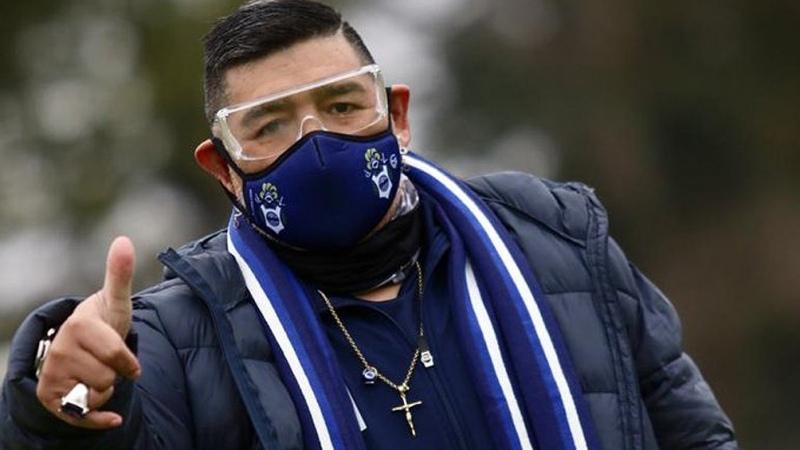 Maradona estuvo por primera vez en la reanudación de los entrenamientos de  Gimnasia - Télam - Agencia Nacional de Noticias