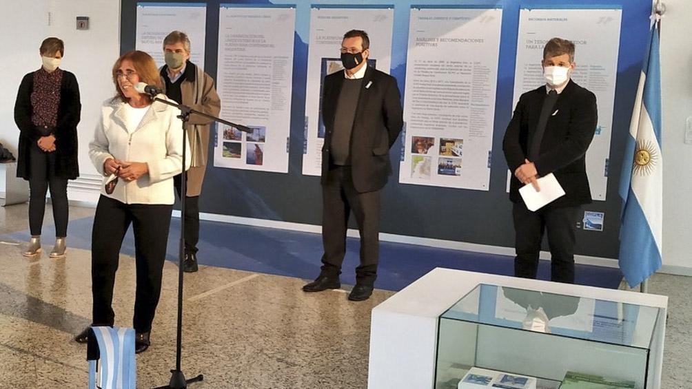 En la inauguración estuvieron Tristán Bauer, Frida Armas Pfirter, y el director del Museo, Edgardo Esteban.