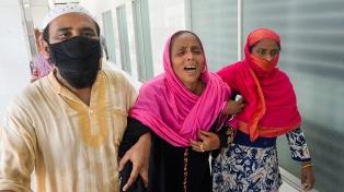 Bangladesh: al menos 16 muertos por una explosión de gas en una mezquita