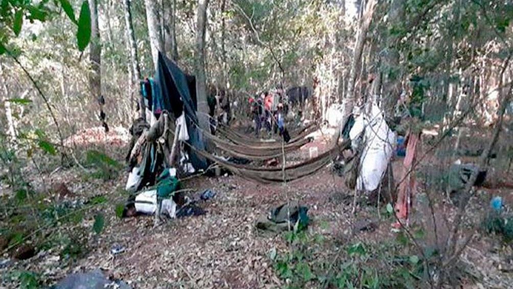 Las niñas se encontraban en el campamento visitando a sus padres, que son miembros del grupo armado
